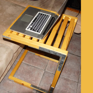 bradluthin-sofa-laptop-table-01-3